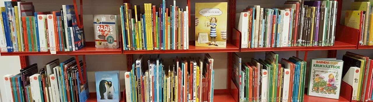 Bokhylla med barnböcker