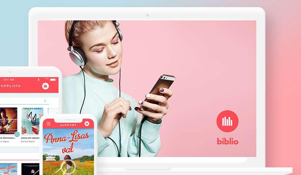 Appen biblio visas på olika skärmar och en flicka lyssnar med hörlurar i sin telefon